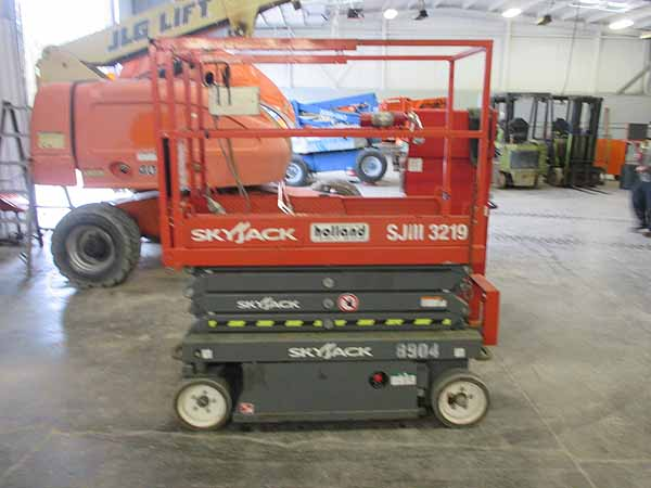 How to prepare an electric scissor lift for winter.